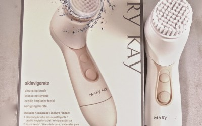 Mary-Kay-Skinvigorate-Cleansing-Brush